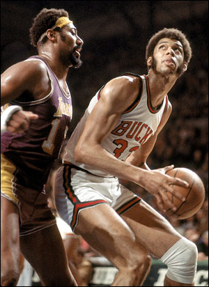 http://www.warriorsworld.net/wp-content/uploads/2011/06/Kareem-Wilt.jpg