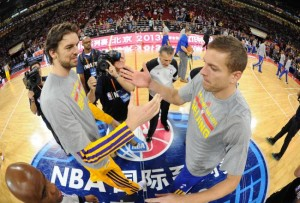hi-res-184673379-david-lee-of-the-golden-state-warriors-greets-pau-gasol_crop_north