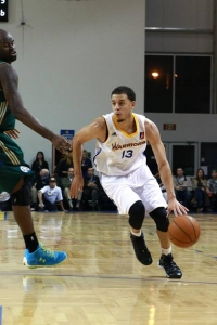 Seth Curry drives to the basket during his first preseason game versus the Reno Bighorns